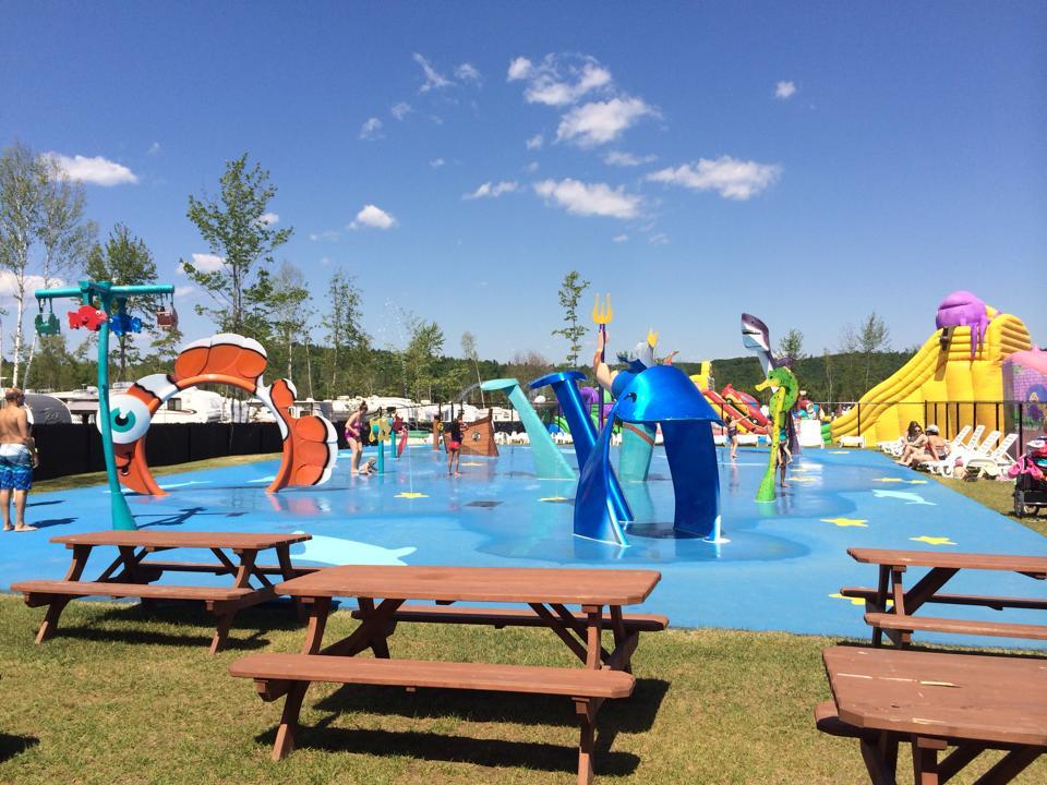 http://www.campingatlantide.com/wp-content/uploads/2016/12/jeux-deau-parc-aquatique-atlantide.jpeg