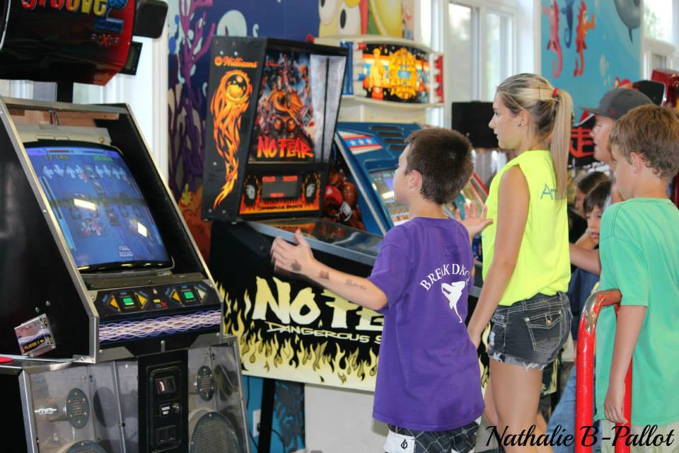 http://www.campingatlantide.com/wp-content/uploads/2017/02/camping-familial-complexe-atlantide-arcade.jpg