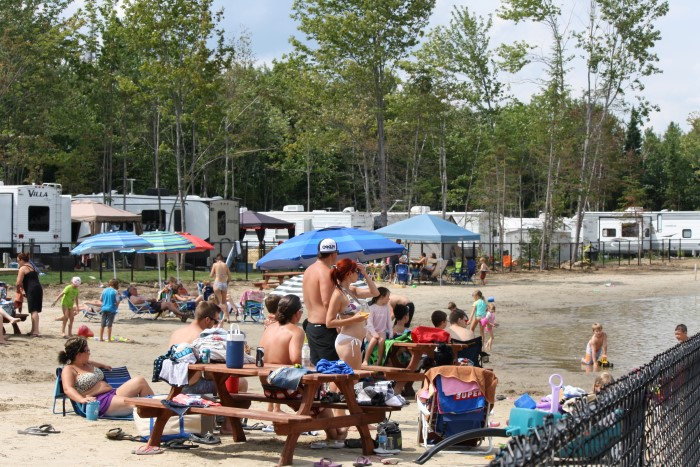 http://www.campingatlantide.com/wp-content/uploads/2017/02/camping-familial-complexe-atlantide-lac-plage-1.jpg