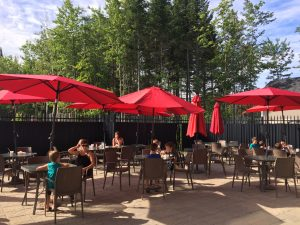 camping-familial-complexe-atlantide-terrasse