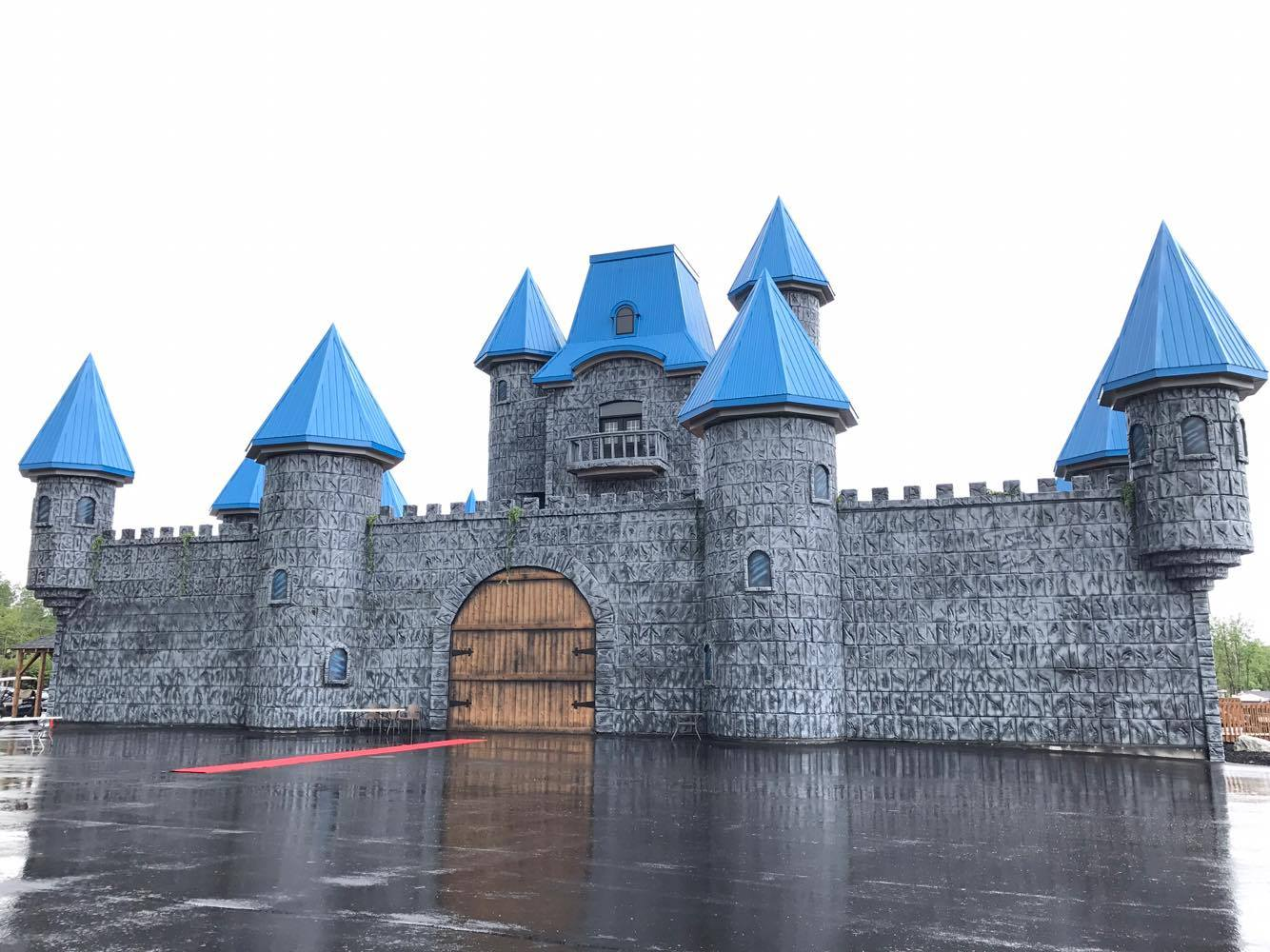 http://www.campingatlantide.com/wp-content/uploads/2017/06/chateau-magique-complexe-atlantide-2.jpg