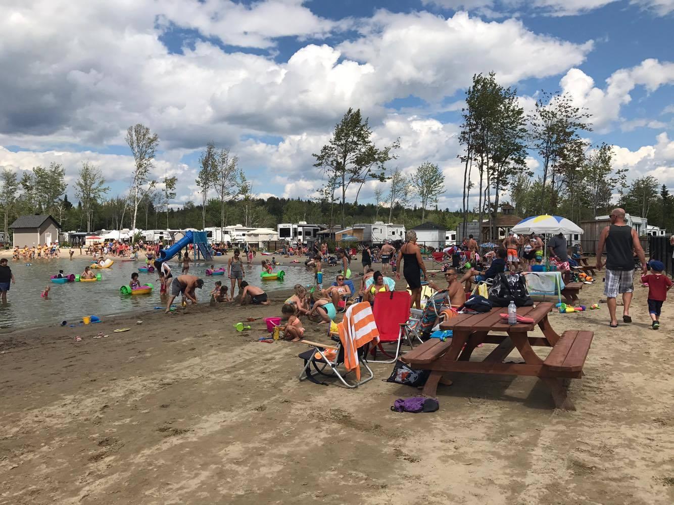 http://www.campingatlantide.com/wp-content/uploads/2018/01/beach-party-2017-complexe-atlantide-15.jpg