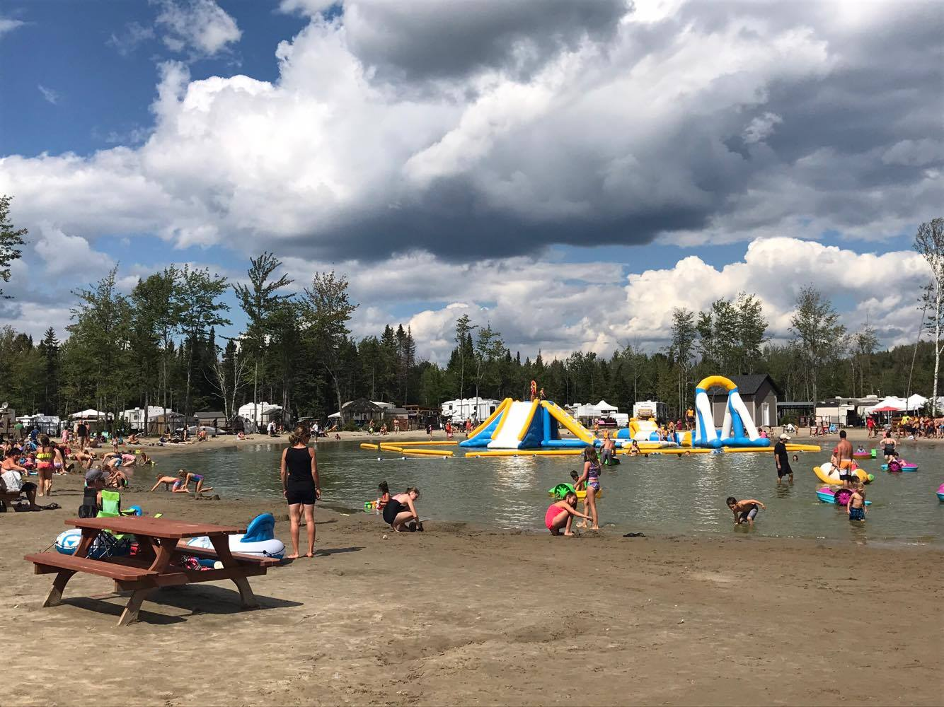 http://www.campingatlantide.com/wp-content/uploads/2018/01/beach-party-2017-complexe-atlantide-7.jpg