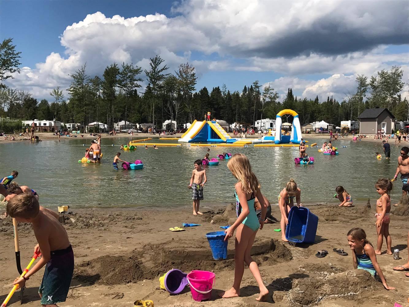 http://www.campingatlantide.com/wp-content/uploads/2018/01/beach-party-2017-complexe-atlantide-8.jpg