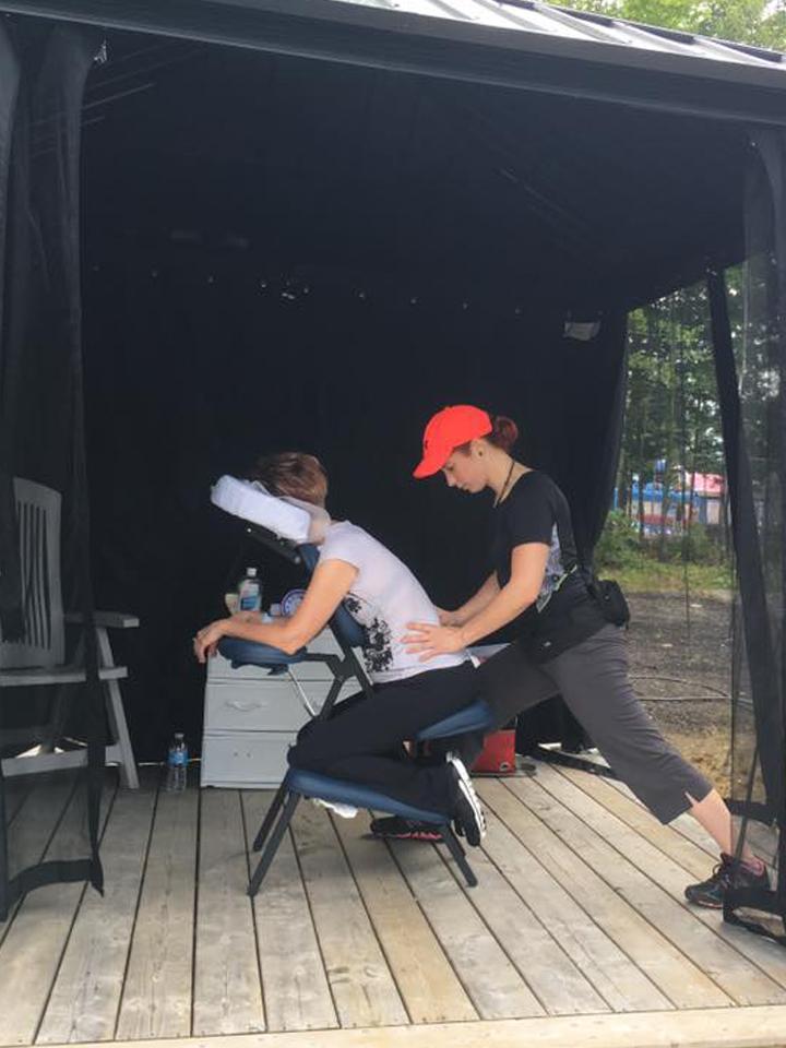 http://www.campingatlantide.com/wp-content/uploads/2018/02/massage-sur-chaise-complexe-atlantide-1.jpg