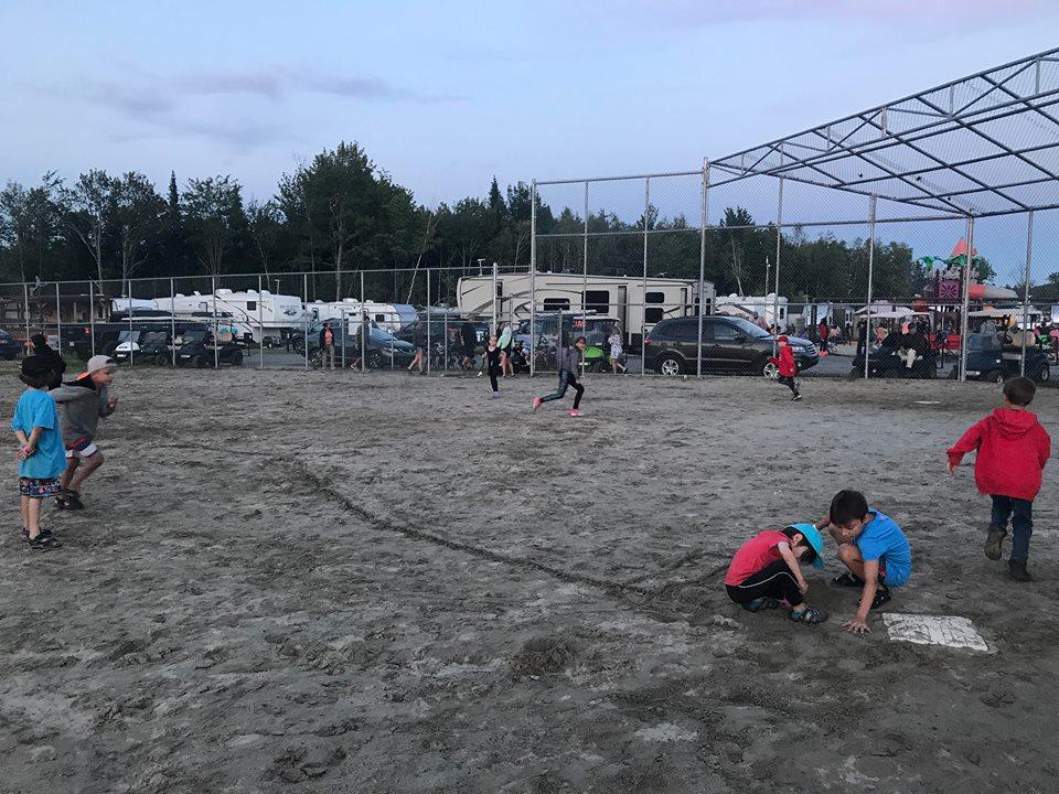 http://www.campingatlantide.com/wp-content/uploads/2018/07/hugo-lapointe-king-melrose-complexe-atlantide-13.jpg